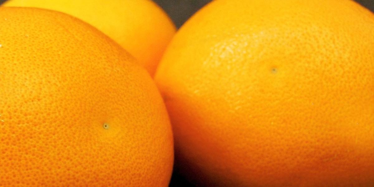 Orangen kommen beim Delta Rhizom mit Hilfe der Ingwer-Orangen Bionade ins Spiel.