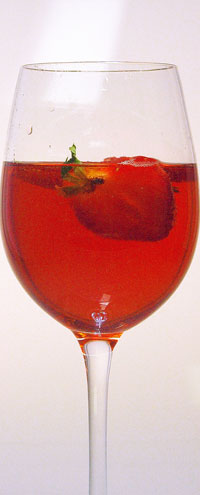 Glücklicherweise ist das Rezept auch noch so einfach, dass es nahe liegt, den ganzen Sommer Lillet Berry zu trinken.