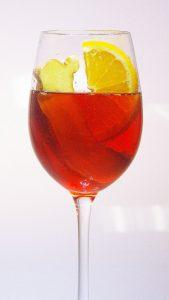 Wie seine Schwester Lillet Le Blanc, wird auch der Lillet Le Rouge mit allerlei interessanten Zutaten hergestellt.